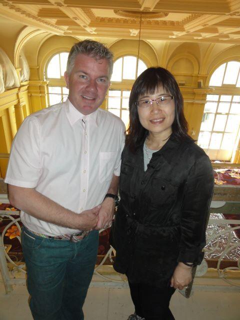 2012-林肯總監Michelle與SEG總裁協助東森新聞雲端世界採訪凱撒里茲